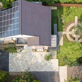広々としたお庭の上空からの風景。シンボルツリーまわりの園路サークルが特徴的です。
