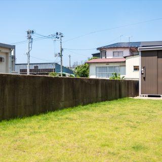 広々とした天然芝を貼ったお庭スペースは子供たちの遊び場になっています。