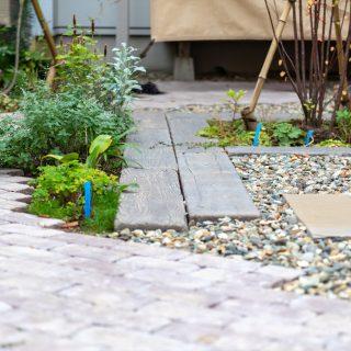 素材や草花をシンプルだけどナチュラルに上手く組み合わせデザインしています。