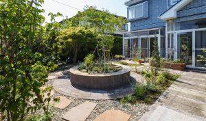 レンガ調の丸いお庭