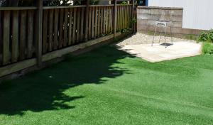 人工芝が広がる庭